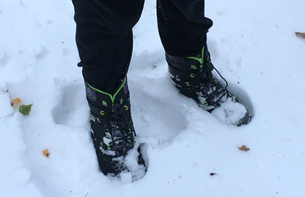 snowbank-merrell-boots-in-snow-play