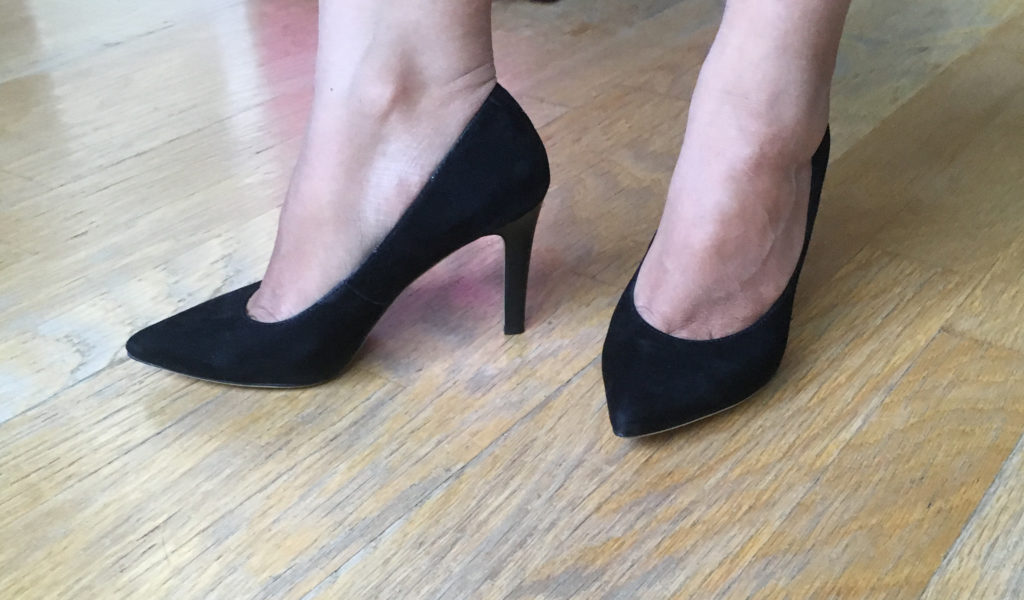how to stretch suede high heel shoes